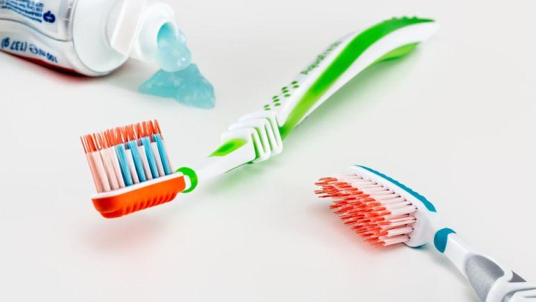 Comment bien choisir sa brosse à dents ?